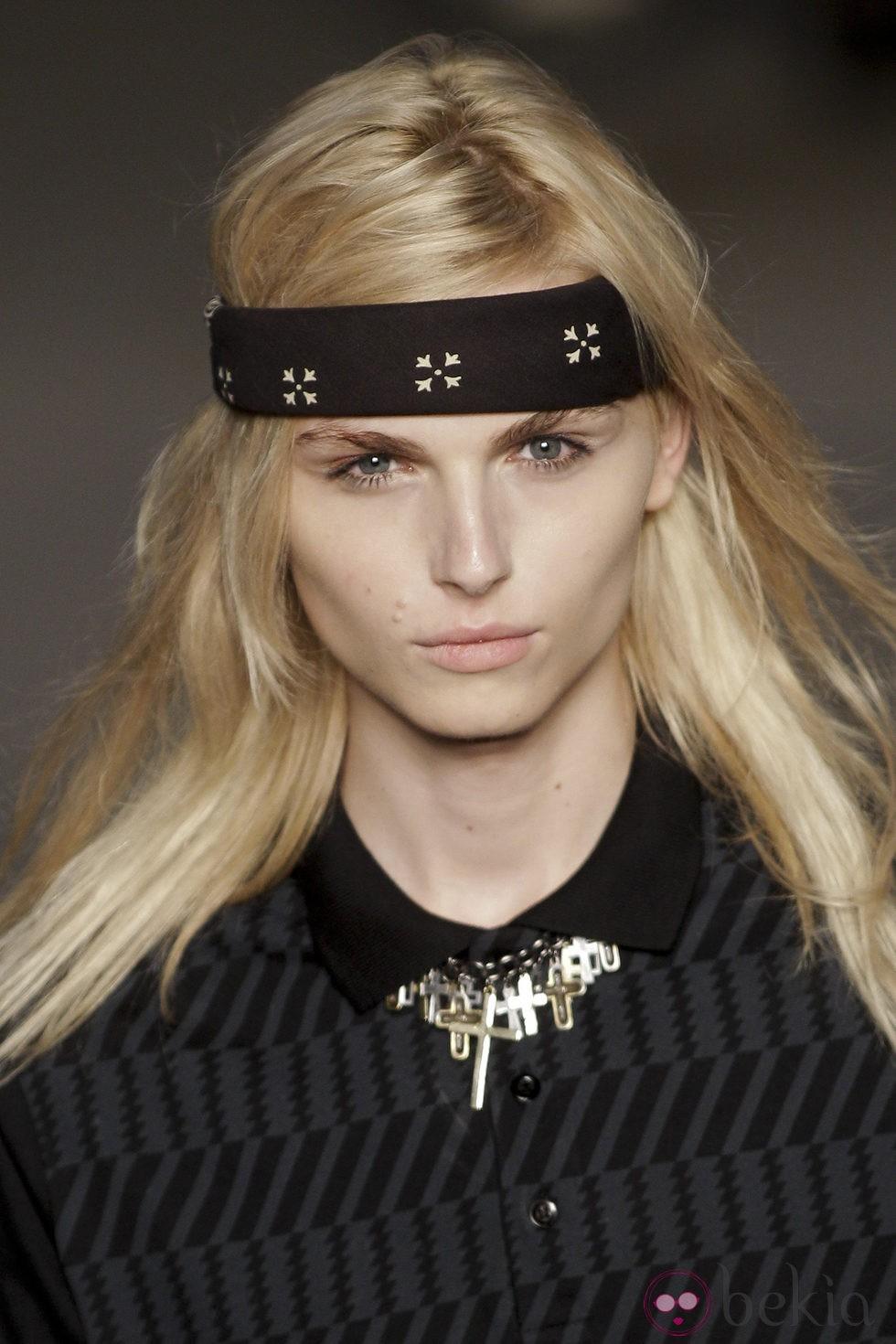 Primer plano de Andrej Pejic en Fashion Rio 2011