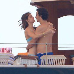 Alex Dellal y Elisa Sednaoui en Ibiza