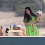Tatiana Santo Domingo con su hijo Sasha en Ibiza