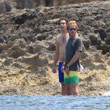 Alex Dellal y Andrea Casiraghi en Ibiza