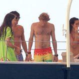 Andrea Casiraghi presume de torso desnudo junto a Tatiana Santo Domingo en Ibiza