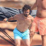 Carlos Felipe de Suecia a punto de tirarse al mar en Ibiza
