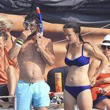 Carlos Felipe de Suecia con gafas de bucear junto a Sofia Hellqvist en Ibiza