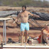 Carlos Felipe de Suecia luce torso desnudo en Ibiza