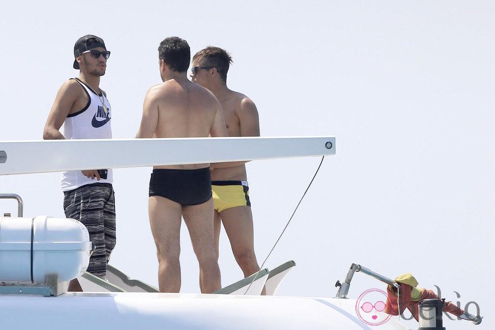 Neymar disfruta de Ibiza con varios amigos