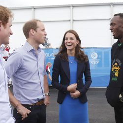 Los Duques de Cambridge y el Príncipe Harry con Usain Bolt en Glasgow