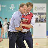 Los Príncipes Guillermo y Harry, rivales en un partido en los Juegos de la Commonwealth 2014