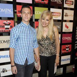 Emma Ozores y un joven acompañante en la presentación del espectáculo 'Poeta en Nueva York' celebrada en Madrid