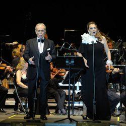 Josep Carreras y Ainhoa Arteta actuando en el Starlite Festival Marbella 2014