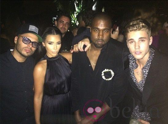 Kim Kardashian, Kanye West y Justin Bieber en la fiesta de Ricardo Tisci