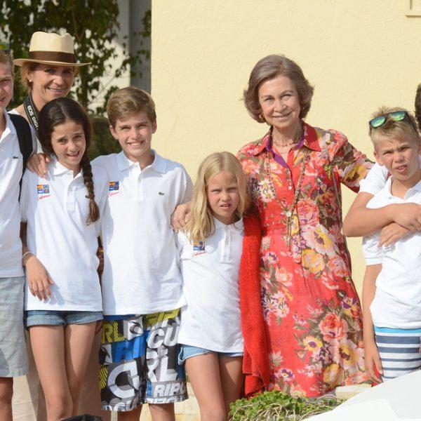 La reina sof a junto a sus nietos en la entrega de for Escuela de cocina mallorca