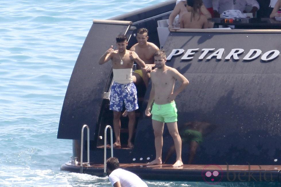 Neymar y sus amigos a bordo del barco Petardo en Ibiza