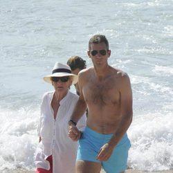 Iñaki Urdangarín con su madre en Bidart