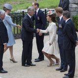 Kate Middleton hace la reverencia al Rey Felipe de Bélgica en el centenario del estallido de la I Guerra Mundial