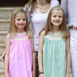 La Infanta Sofía y la Princesa Leonor posan en Marivent