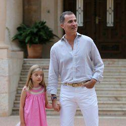 El Rey Felipe y la Infanta Sofía posan en Marivent