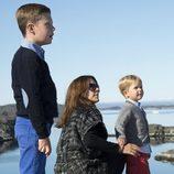 La Princesa Mary de Dinamarca junto a sus hijos Christian y Vicente en Groenlandia