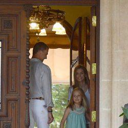 La Princesa Leonor cierra la puerta de Marivent tras su primer posado como Princesa de Asturias