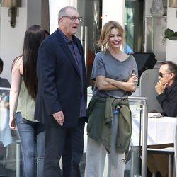 Ed O'Neill y Sofia Vergara en el rodaje de 'Modern Family' en Beverly Hills