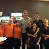 El Rey Felipe con los trabajadores de La Cantina CN de Palma de Mallorca