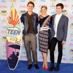 Ansel Elgort, Shailene Woodley y Nat Wolff en los Teen Choice Awards 2014