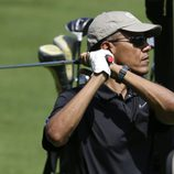 Barack Obama juega al golf en la isla de Martha's Vineyard