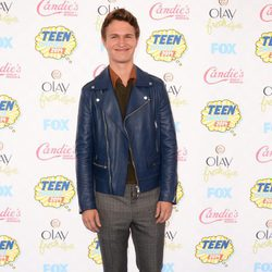 Ansel Elgort en los Teen Choice Awards 2014