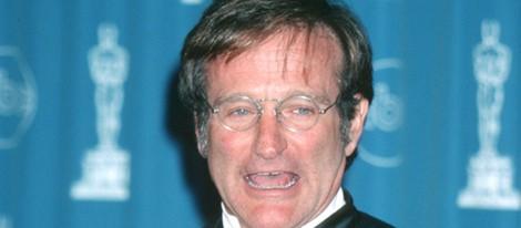 Robin Williams tras recoger su Oscar por 'El indomable Will Hunting'