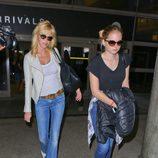 Melanie Griffith y su hija, Stella Banderas, en el aeropuerto de Los Angeles