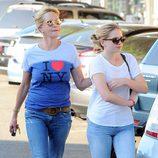 Melanie Griffith y su hija Stella Banderas paseando por Los Angeles
