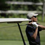 El Presidente Obama jugando al golf en Martha's Vineyard
