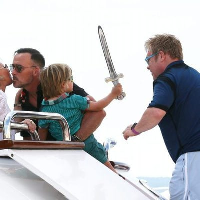 Elton John junto a su marido David Furnish en Saint-Tropez