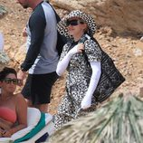 Madonna en una cala de Ibiza