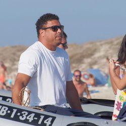 Ronaldo en una lancha a orillas de Formentera