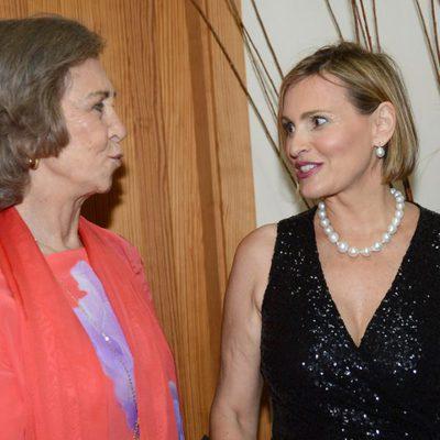 La Reina Sofía charlando con Ainhoa Arteta tras su recital en Mallorca