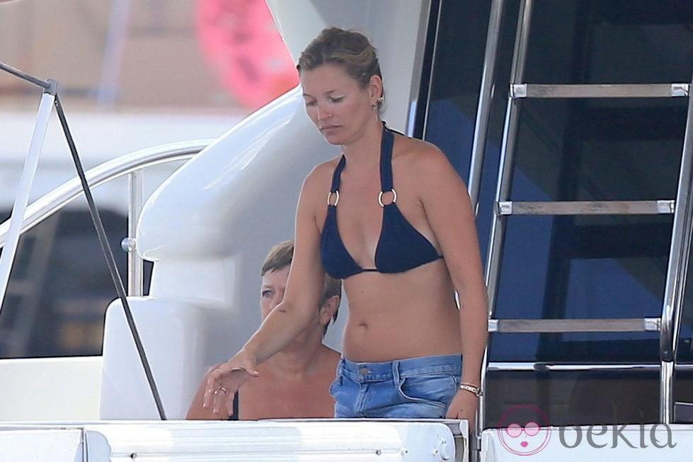 Kate Moss a bordo de un yate en Formentera