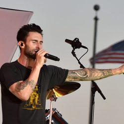 Maroon 5 durante los ensayos de los MTV Video Music Awards 2014
