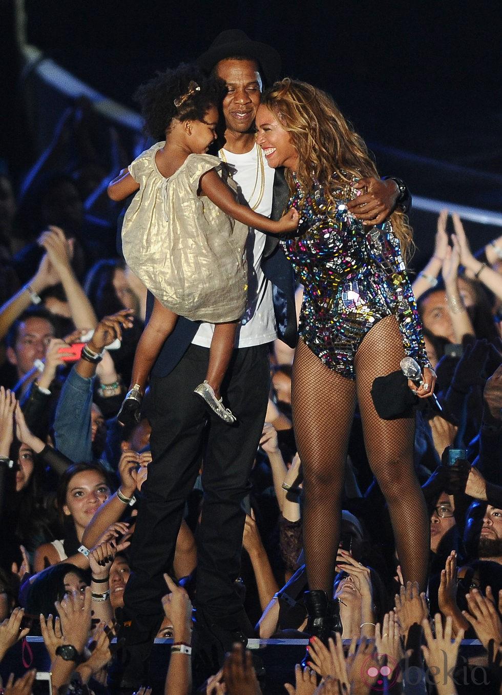 Beyoncé y Jay Z con su hija Blue Ivy Carter en los MTV Video Music Awards 2014