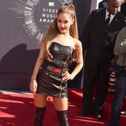 Ariana Grande en la alfombra roja de los MTV Video Music Awards 2014