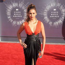 Nina Dobrev en la alfombra roja de los MTV Video Music Awards 2014