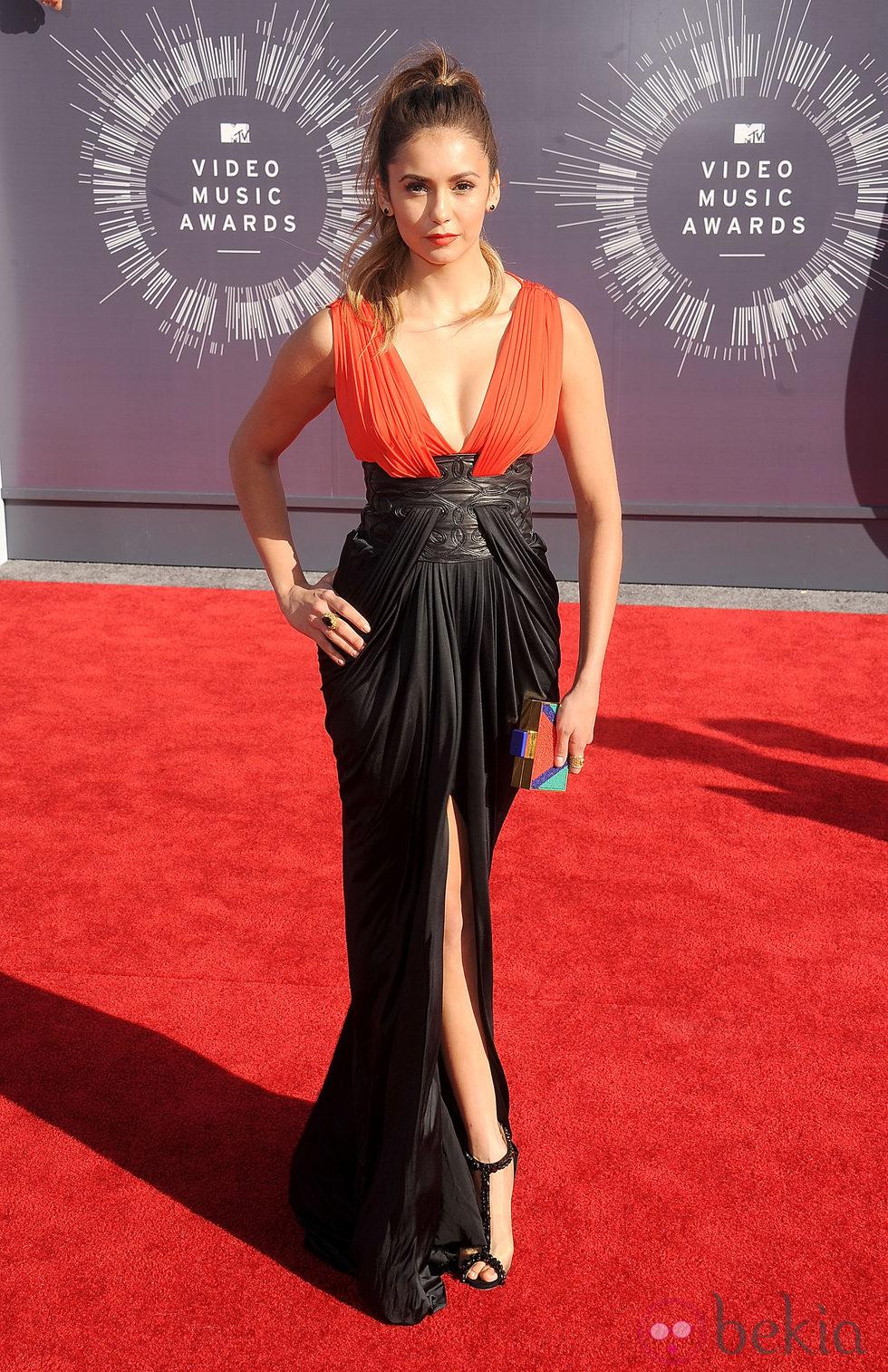 Nina dobrev en la alfombra roja de los mtv video music awards 2014 mtv video music awards 2014 - Alfombra nina ...