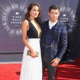 Olivia Culpo y Nick Jonas en la alfombra roja de los MTV Video Music Awards 2014