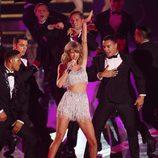 Taylor Swift actuando en los MTV Video Music Awards 2014