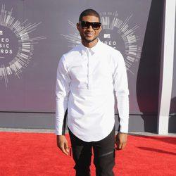 Usher en la alfombra roja de los MTV Video Music Awards 2014