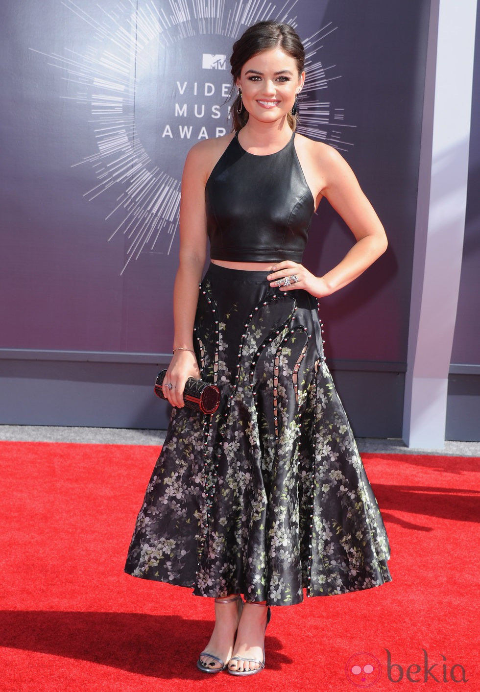 Lucy Hale en la alfombra roja de los MTV Video Music Awards 2014