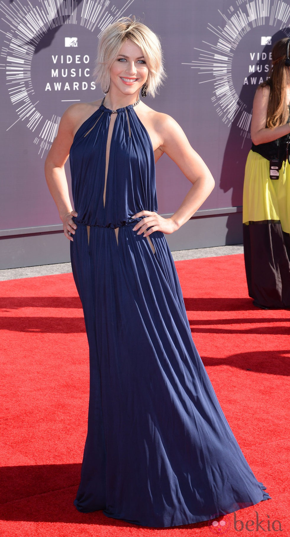 Julianne Hough en la alfombra roja de los MTV Video Music Awards 2014