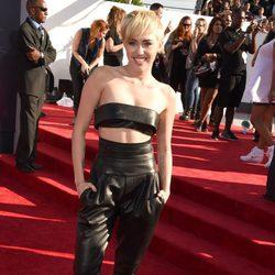 Miley Cyrus en la alfombra roja de los MTV Video Music Awards 2014