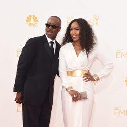 Courtney B. Vance y su mujer Angela Bassett en la alfombra roja de los Premios Emmy 2014