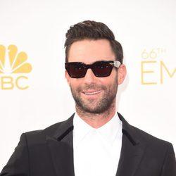Adam Levine en la alfombra roja de los Premios Emmy 2014