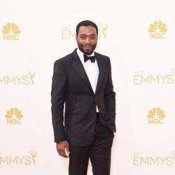 Chiwetel Ejiofor en la alfombra roja de los Premios Emmy 2014